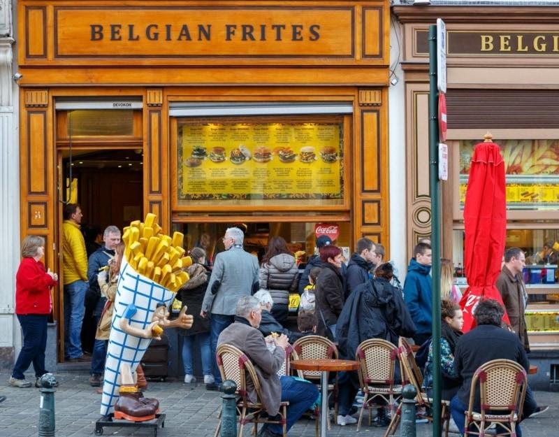 Бельгийские фриты в центре города Брюссель