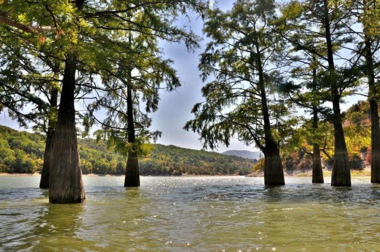 Кипарисовое озеро в Сукко, Краснодарский край – фото, как добраться, официальный сайт, на карте